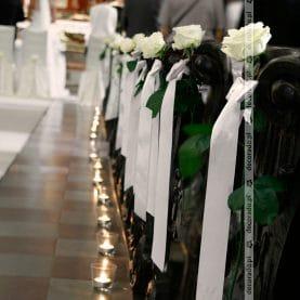 Prosta i elegancka dekoracja ślubna Kościoła św. Antoniego