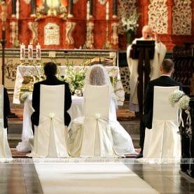 Dekoracja ślubna w bieli – kościół św. Antoniego
