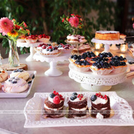 Kwiatowe dodatki do słodkiego stołu