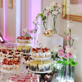 Słodki stół – akcenty kwiatowe
