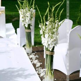 Elegancka dekoracja w bieli – ślub plenerowy w Pałacu Iwno