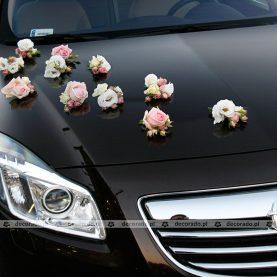 """Kwiaty """"rozsypane""""na masce"""
