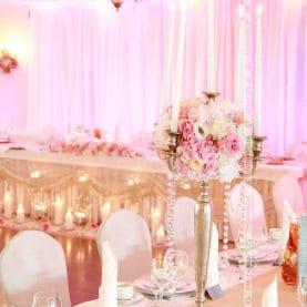 Wesele w kolorach różu – elegancka dekoracja ślubna – Pałac na Opieszynie