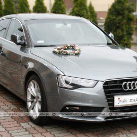 Dekoracja samochodu do ślubu – romantyczne serce