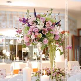 Dekoracja sali w odcieniach fioletu – Hotel Glamour
