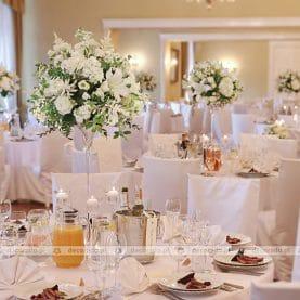 Pałac Biedrusko  – eleganckie kompozycje z białych kwiatów