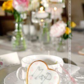 Ciasteczka – prezenciki dla gości w kolorze dekoracji