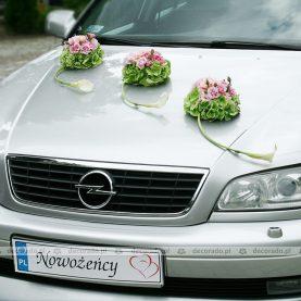 Dekoracja samochodu – eleganckie kwiatowe kule