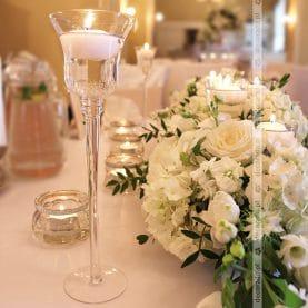 Ślubna biel w dekoracji sali weselnej – Pałac Biedrusko