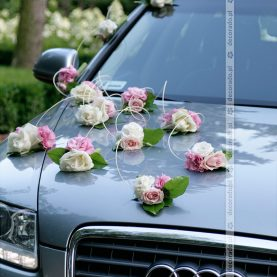 Bukieciki kwiatów z ratanem
