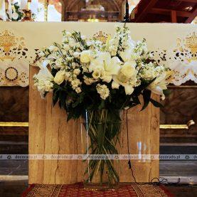Białe kwiaty w dekoracji kościoła – Kościół na Głównej w Poznaniu