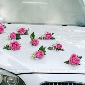 Amarantowe róże na masce