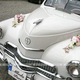 Dekoracja samochodu retro – kwiatowe nadkola