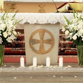 Kwiaty na ołtarzu – Kościół w Kiszewie