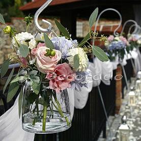 Kwiatowa alejka – ślub w plenerze Villa Natura Dolsk