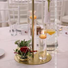 Złote dodatki – dekoracja ślubna sali