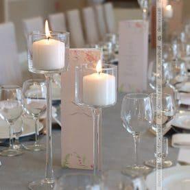 Eleganckie świece – dekoracja ślubna w Róży Poraji