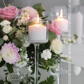 Eleganckie szklane dodatki w dekoracji ślubnej sali