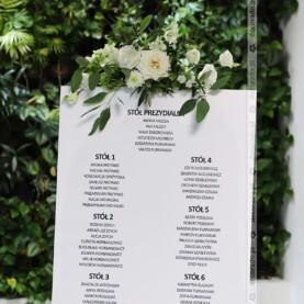 Table plan ozdobiony kwiatami