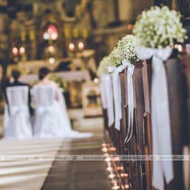 Dekoracja ślubna z delikatną gipsówką
