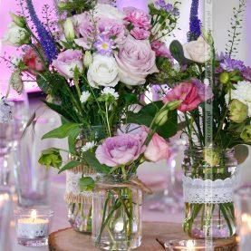 Dekoracja stołu – kwiaty na plastrach drewna – Country Park