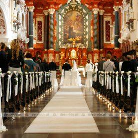 Wystrój kościoła – białe róże – Kościół św. Antoniego w Poznaniu