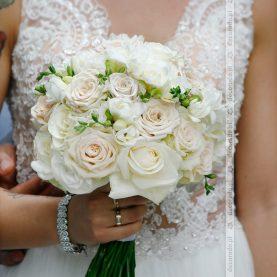 Elegancka biała wiązanka ślubna