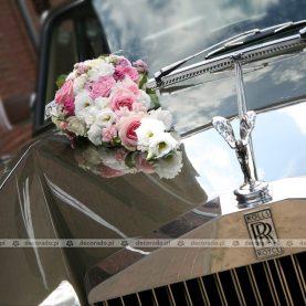 Kwiatowa kompozycja – dekoracja samochodu