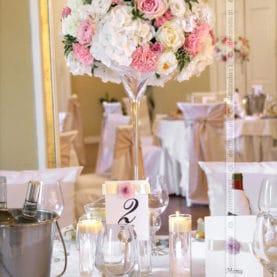 Dekoracja ślubna stołów weselnych