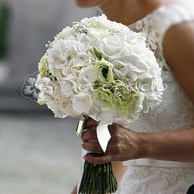 Elegancka hortensja w bukiecie ślubnym