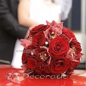 Romantyczny bukiet ślubny w czerwieni