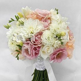 Bukiet ślubny z piękną dalią