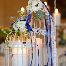 Świece, klatki, kwiaty – dekoracja w Hotelu Kosmowski