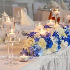 Elegancka dekoracja ślubna w niebieskich odcianiach