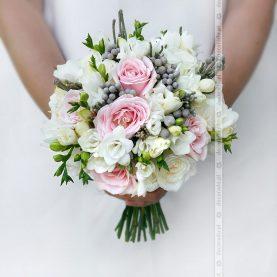 Biel i róż z dodatkiem eleganckiej szarości