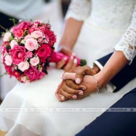 Wiązanka ślubna w malinowych odcieniach