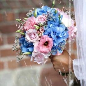 Wiązanka ślubna w różu i błękicie