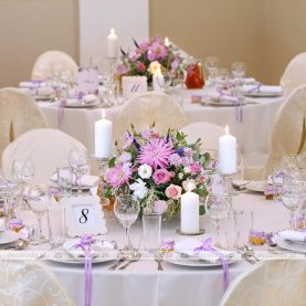 Kompozycje kwiatowe w odcieniach fioletu – Pałac Wąsowo